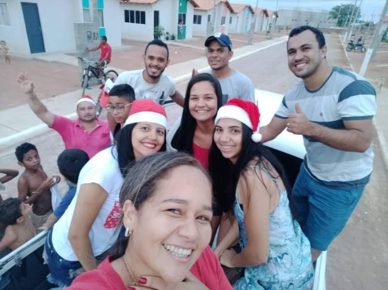 Natal em Bom Jesus: Grupo distribui presentes e realiza desejo de uma criança
