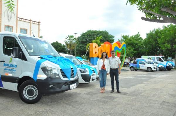 Marcos Elvas entrega seis veículos para a Saúde de Bom Jesus.