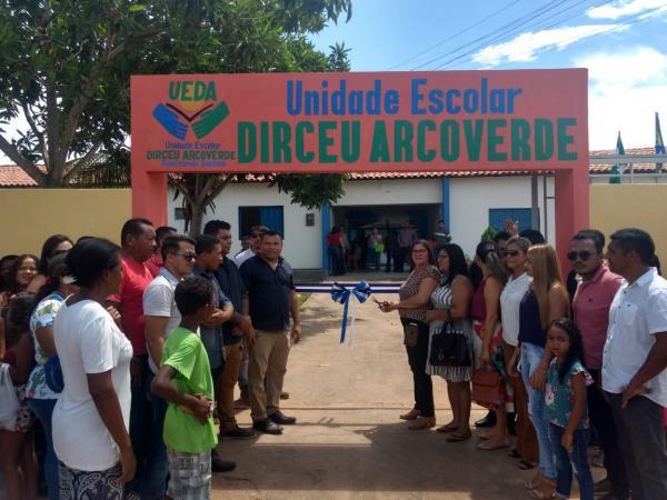 Redenção do Gurgueia: Prefeitura inaugura escola, posto de saúde e calçamento