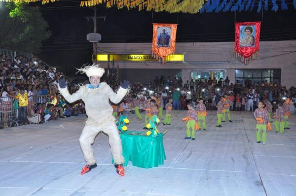 Escolas Municipais abriram o São João de Bom Jesus; veja as fotos da 1ª noite
