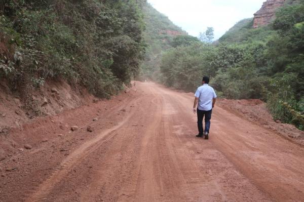 Estradas continuam sendo recuperadas em Currais-PI