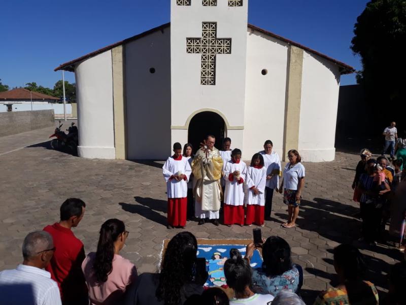 Parnaguá: Procissão e Missa na Solenidade de Corpus Christi