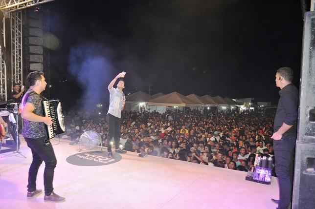 Shows na Praça de Eventos de Avelino Lopes atraem multidões