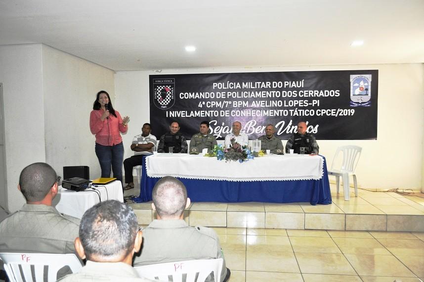 Aula inaugural de treinamento para policiais militares em Avelino Lopes