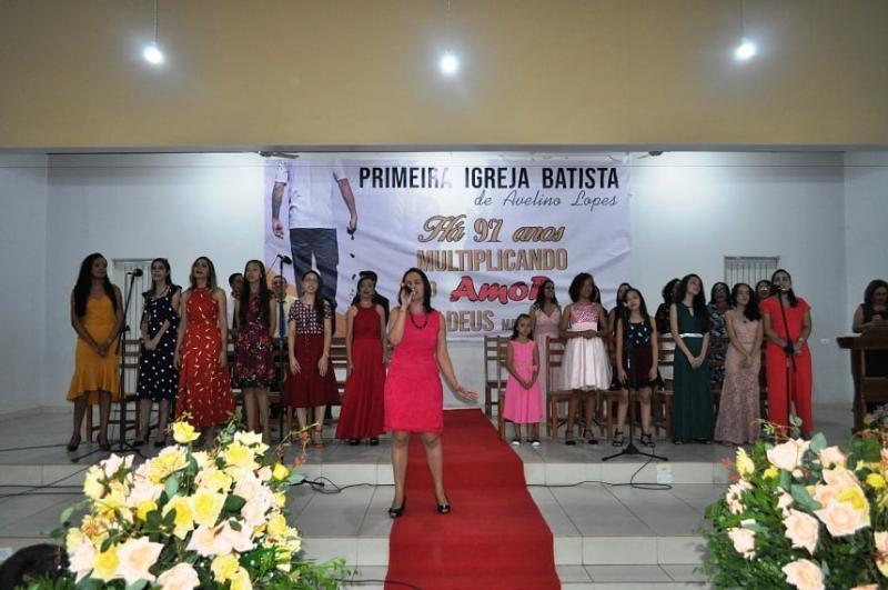 Alunos de técnica vocal são diplomados em Avelino Lopes