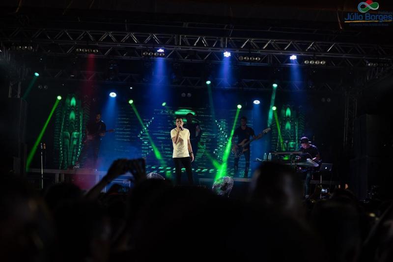 Aniversário de Júlio Borges: Shows na praça arrastam multidão