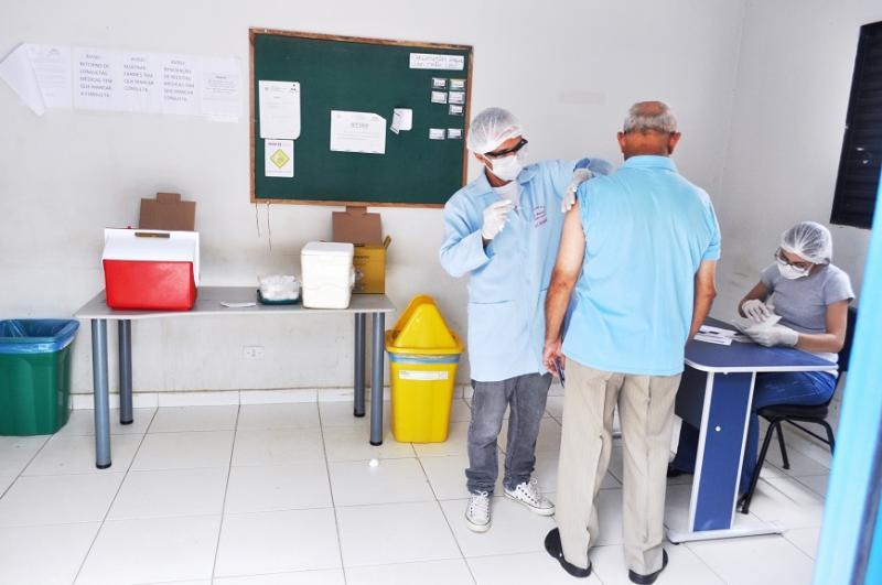 Secretaria de Saúde de Avelino Lopes inicia vacinação contra gripe