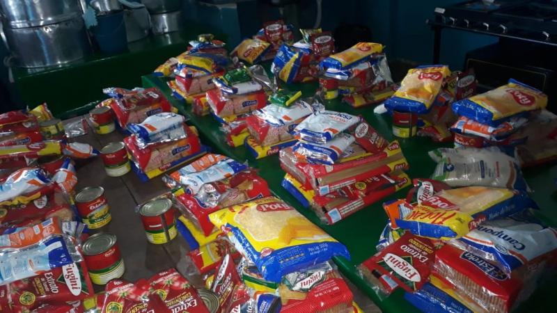 Secretaria de Educação faz entrega de kits alimentícios em Redenção