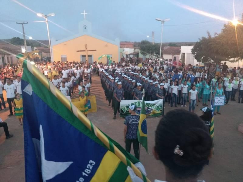 Desfile Cívico em alusão ao Dia da Independência em Morro Cabeça no Tempo.