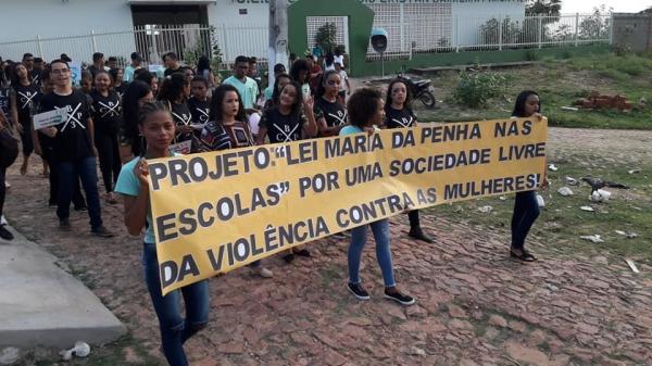 Barreiras do PI: Caminhada pelas ruas da cidade alertou sobre a violência contra a mulher