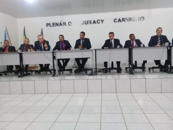Adiada votação de prestação de contas do ex-prefeito Chiquinho
