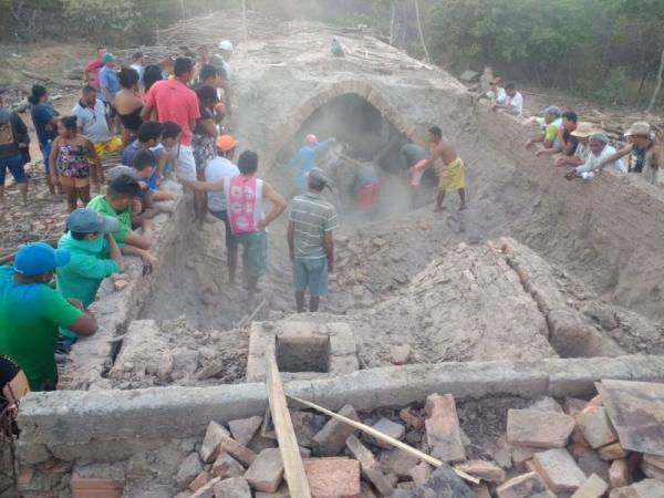 Duas pessoas morrem soterradas em olaria no Piauí.