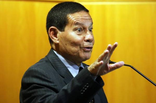Vice de Bolsonaro, General Mourão, é contra 13º salário e adicional de férias.