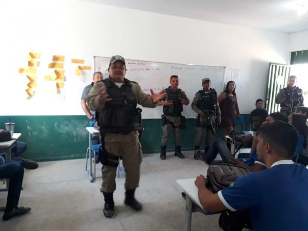 PM ministra palestra para alunos do Joaquim Parente em Bom Jesus