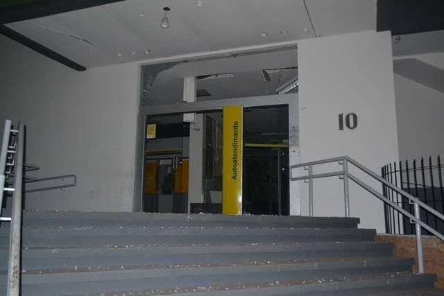 Bando armado faz reféns e invade duas agências bancárias em Simplício Mendes