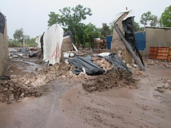 Chuva destrói NOVAS INSTALAÇÕES do Projeto Social Restitui