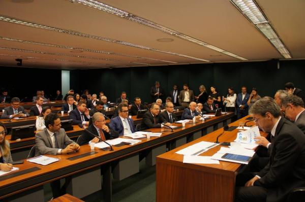 Bancada do Piauí aprova emenda de R$ 20 milhões para às obras da BR 135
