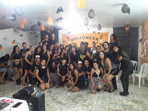 CRAS realiza festa de Halloween para os participantes do Pro Jovem