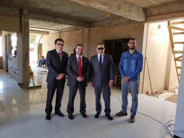 Presidente do TJ-PI visita obras do novo Fórum de Bom Jesus