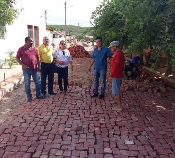 Obras de calçamentos seguem a todo vapor em Santa Luz