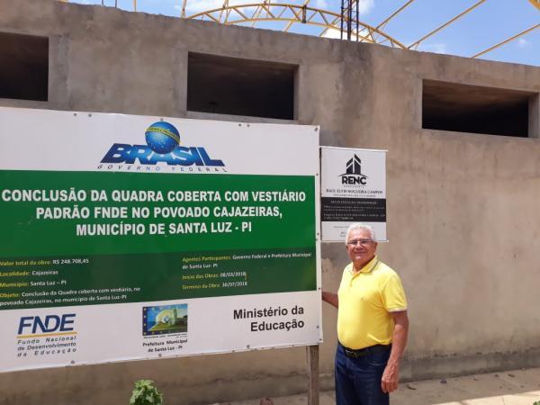 Prefeito Cidelton acompanha obras da quadra coberta em Cajazeiras