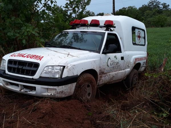 Ambulância de Currais se envolve em acidente na BR 135