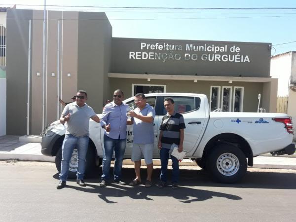 Dr. Macaxeira entrega mais uma caminhonete para a Saúde de Redenção