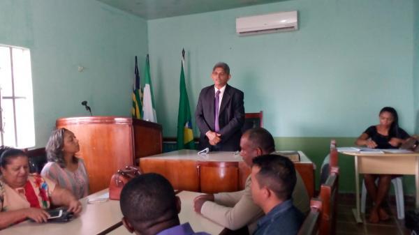 Everaldo Carvalho é empossado presidente da Câmara de Redenção
