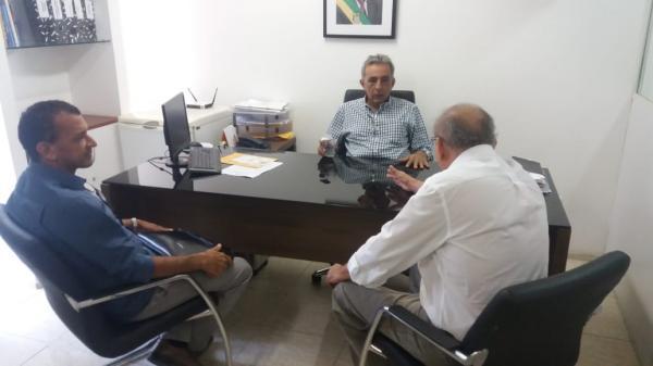 Prefeito Batista acompanha pedido de demandas na capital