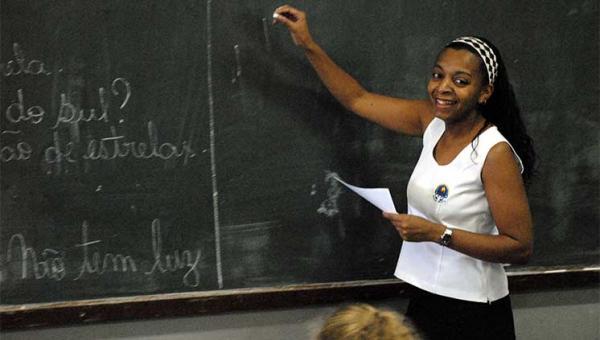 MEC anuncia reajuste de 4,17% no piso salarial dos professores
