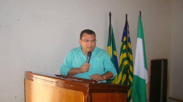 Dr. Macaxeira sugere reajuste salarial para os professores