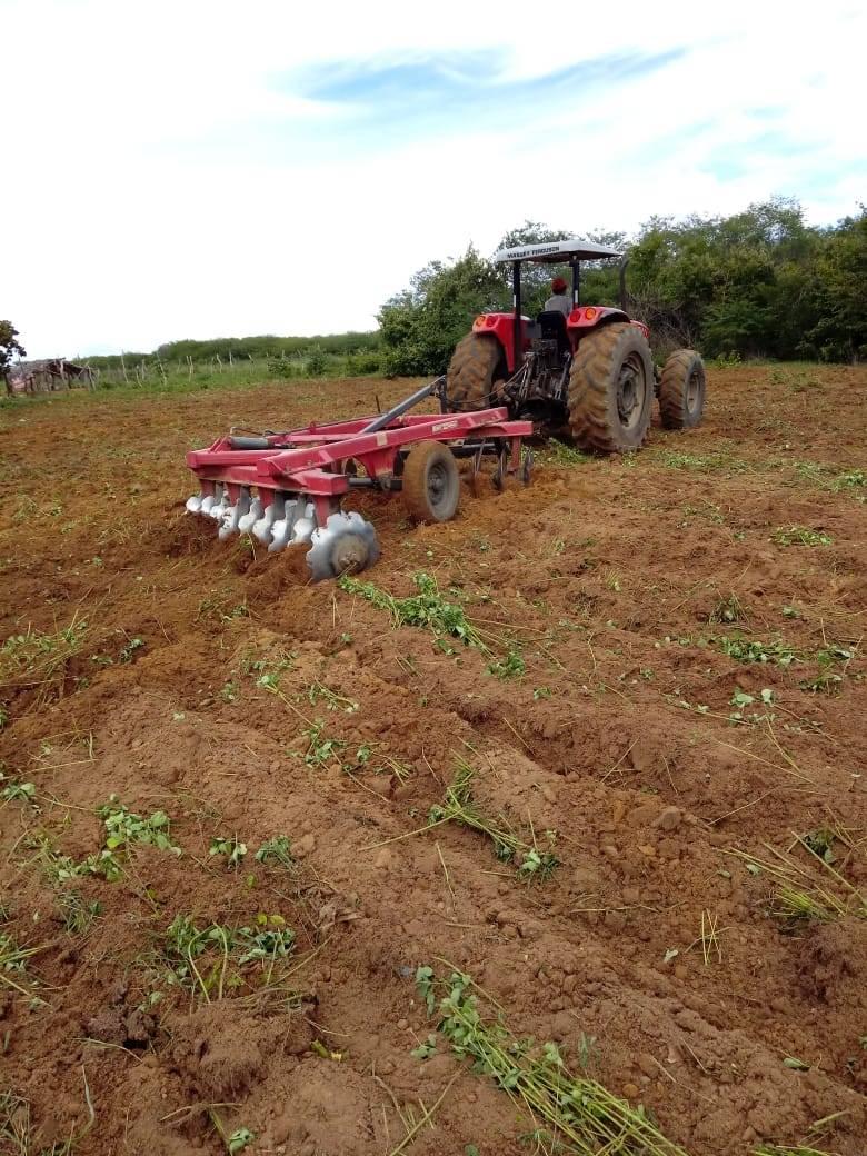 Prefeitura de Redenção realiza preparo de solo para agricultores