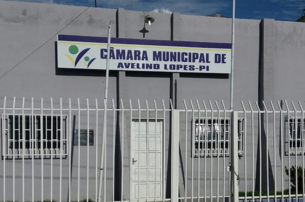 Juíza determina mudanças em cargos da Câmara de Avelino Lopes
