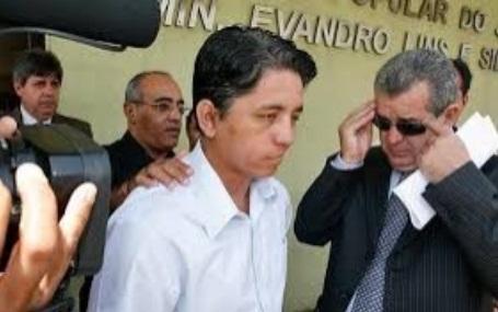 Arnaldo Messias apresenta-se às autoridades de Corrente