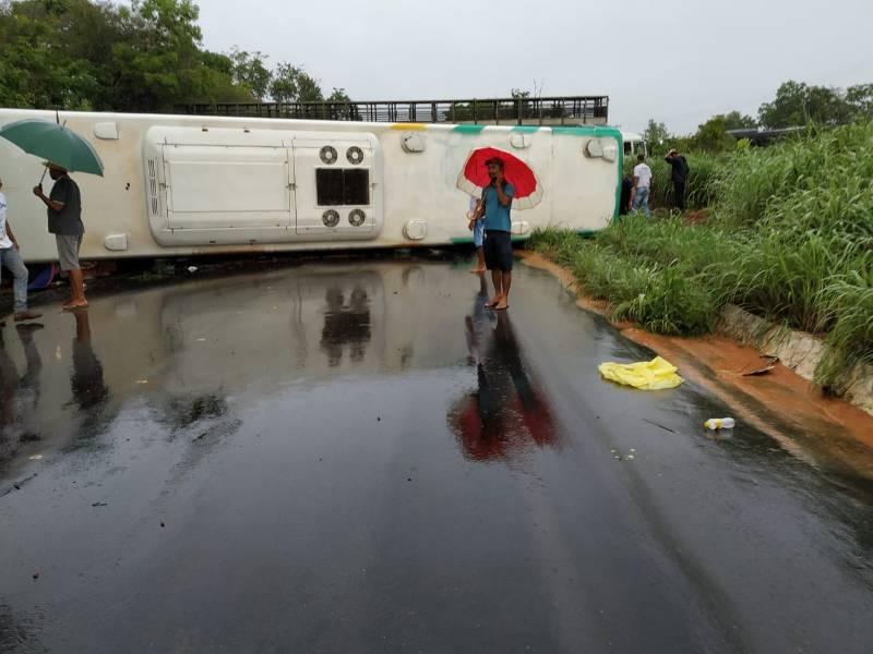 Acidente em Cristalândia deixa mais de dez pessoas feridas