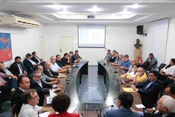 Governador confirma a bancada extinção de 19 órgãos e 2.300 cargos