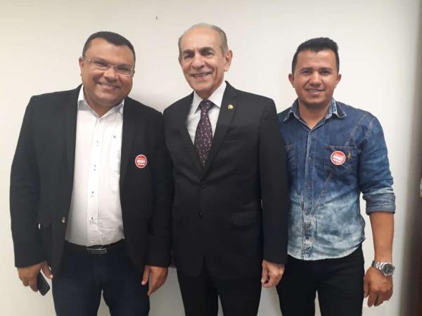 Prefeito Dr. Macaxeira cumpre agenda em Brasília