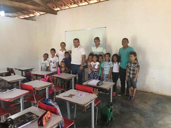 Dr. Macaxeira acompanha 1º dia de aula da rede municipal de ensino