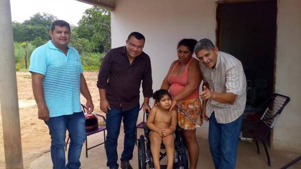 Redenção: Prefeitura entrega mais uma cadeira de rodas adaptada