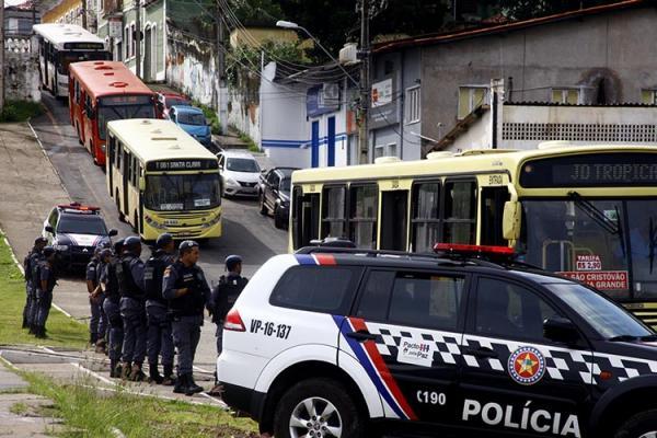 Policiais são afastados após levarem crianças amarradas a delegacia