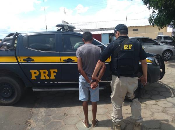 PRF prende homem com arma de fogo em Redenção do Gurguéia