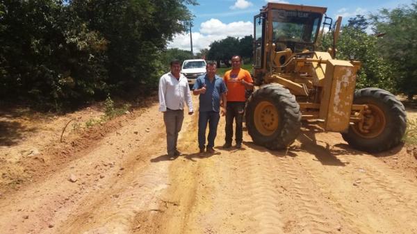 Estradas vicinais continuam sendo recuperadas em Redenção