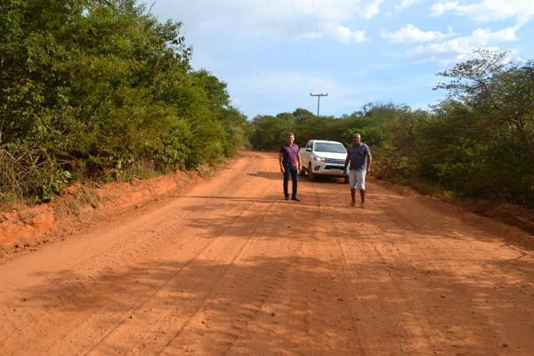 Estradas vicinais de Curimatá continuam sendo recuperadas