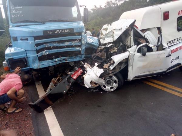 Acidente com ambulância de Parnaguá deixa um morto