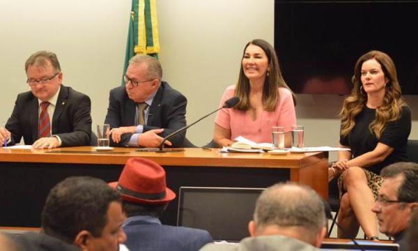 Bolsonaro libera cargos federais para deputados do Piauí
