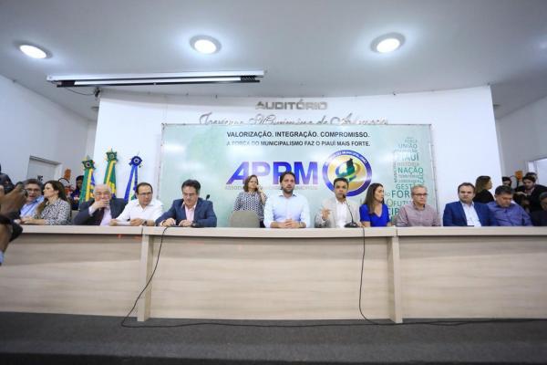 Ministro anuncia investimentos de mais de R$ 750 milhões para 70 cidades do Piauí