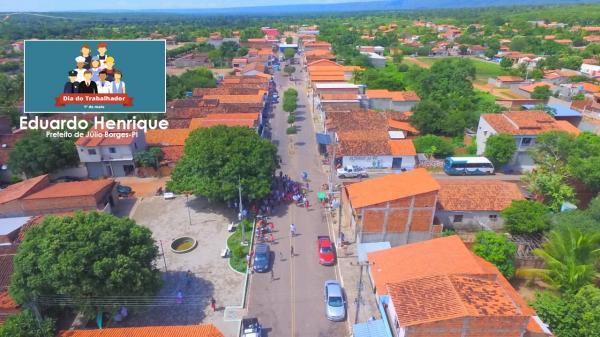 Feliz Dia do Trabalho 'ao povo bom' de Júlio Borges-PI