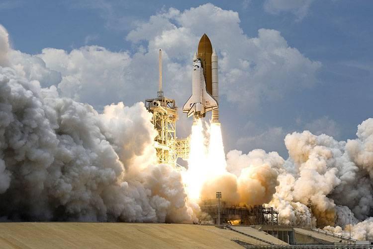 Filho fica longe da mãe para realizar sonho de conhecer a NASA