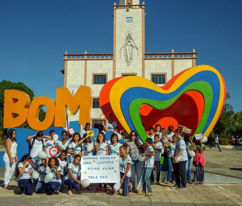 Manifestação pede paz nas escolas e no transito em Bom Jesus