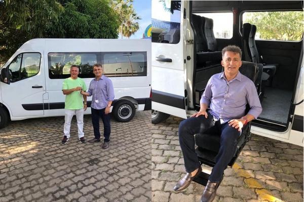 Curimatá recebe Van para transporte de pacientes